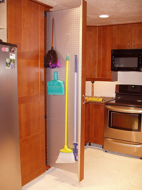 Küche Next 123 Broom Pull-out | House - Kitchen | Pinterest