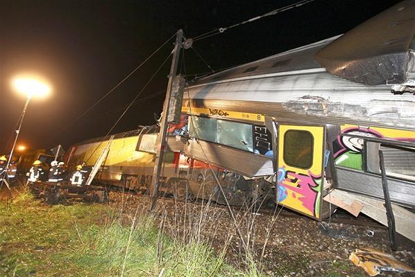 Berita Kecelakaan Berita Harian Kecelakaan Maut Kumpulan Berita Kecelakaan Kecelakaan Kereta Api Di Portugal News Pinterest