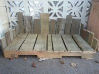 Dog bed made out of pallets. | Pallets of Fun | Pinterest