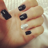 Black and silver nails | Nails are accessories too ...