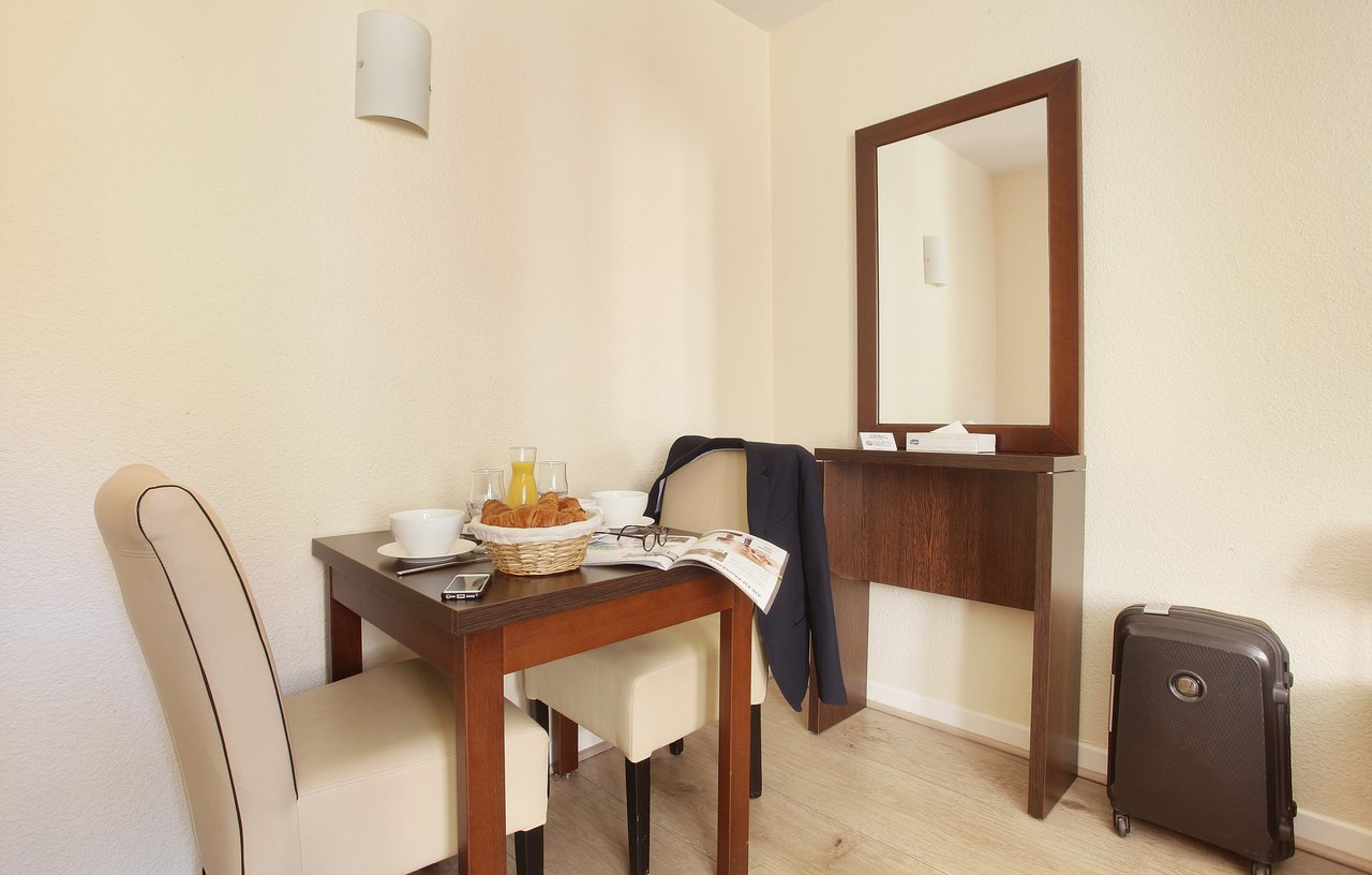 La Chambre Aux Confitures Aix En Provence Appart Hotel Odalys L Atrium 91 131 Prices Reviews