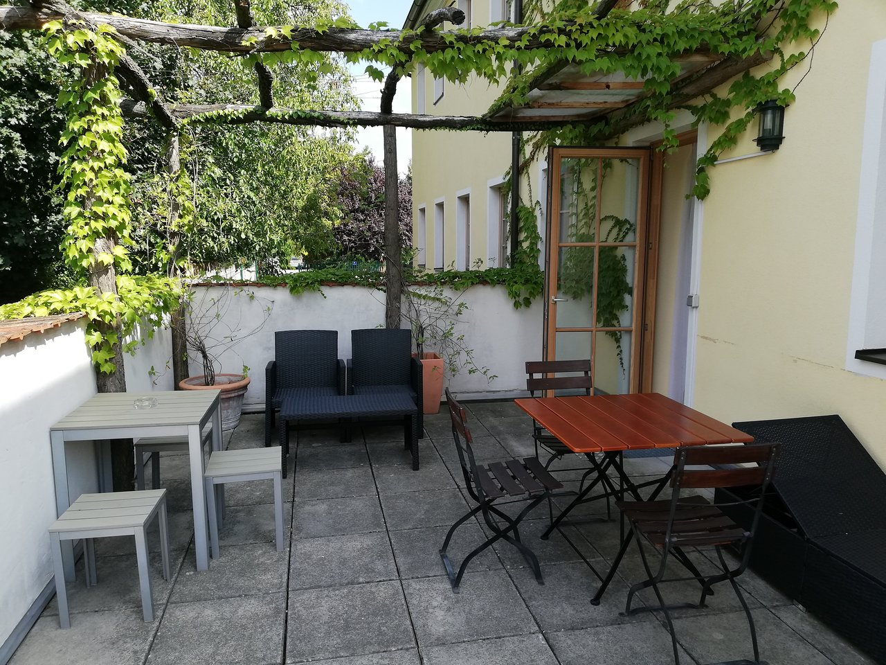 Pizzeria La Terrasse Antony Ad Vineas Gastehaus Nikolaihof Guesthouse Reviews Price