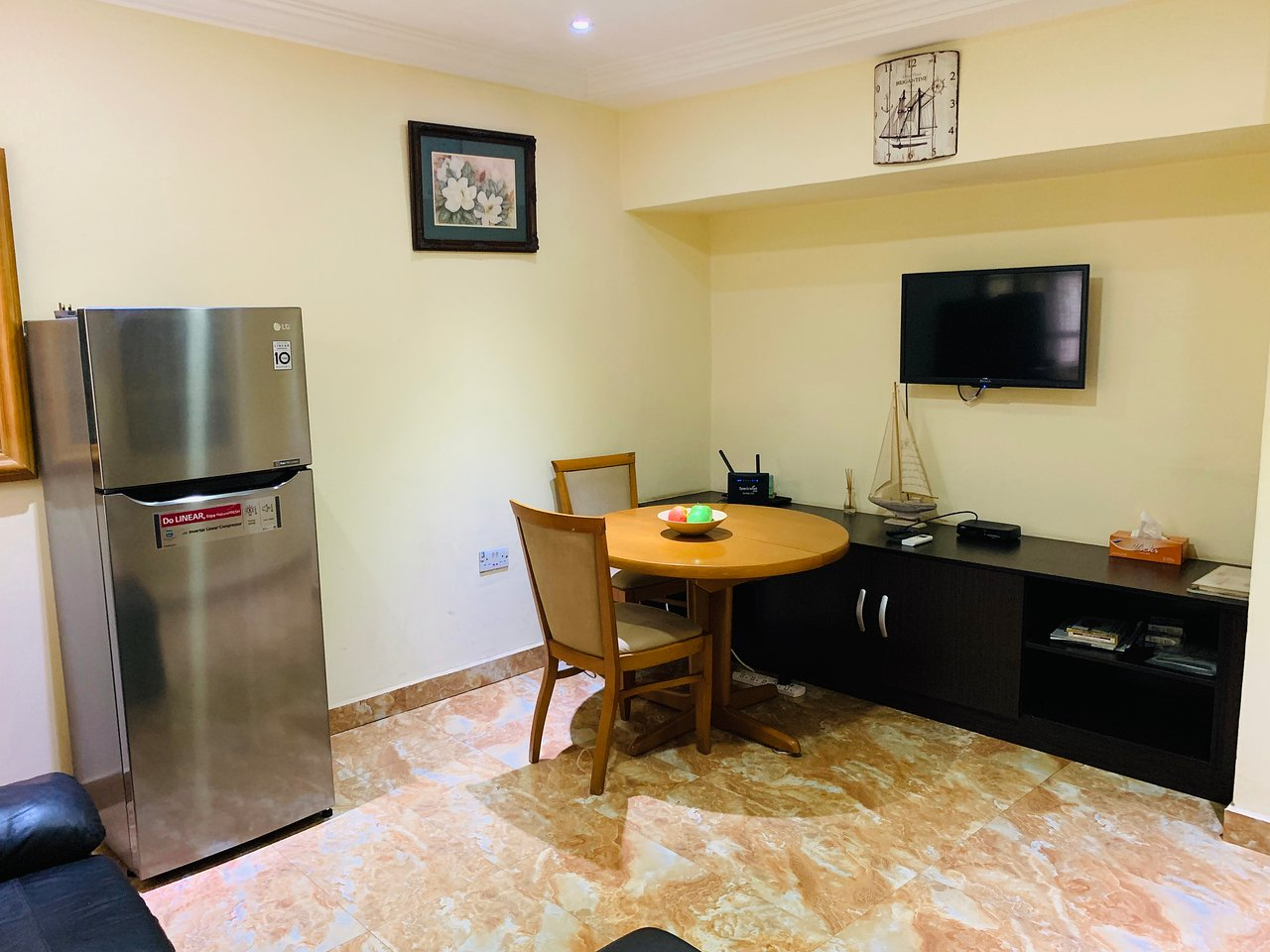 Sofa Lounge Wuse 2 Redwood Place Prices Guest House Reviews Abuja Nigeria