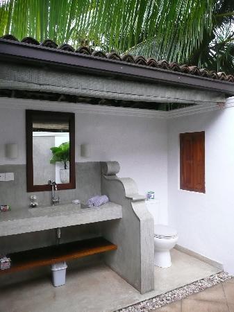 salle de bain exterieur - Photo de Lilly Village Boutique Hotel