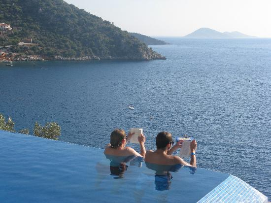 Hotel Villa Mahal  10 of the Weirdest and Most Wonderful Swimming Pools on Earth  infinity pool