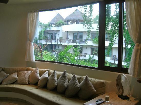 Living Room Windows - Picture of El Taj Oceanfront \ Beachside - living room windows