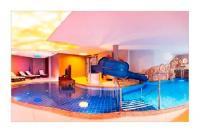 Schwimmbad mit Familiensauna und -dampfbad  Bild von ...