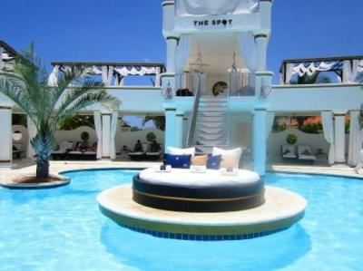 piscina vip - Picture of The Tropical at Lifestyle ...