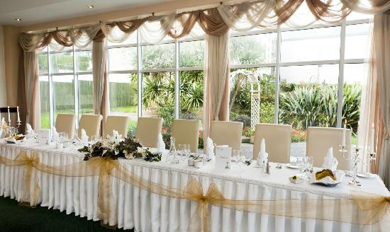 Wedding Reception - Round Table - Picture of Garden Room Restaurant - wedding reception round tables
