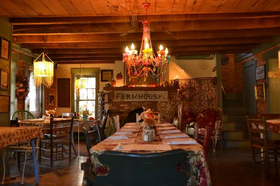 The Farmhouse Offers The Nicest Log Cabin Interior Serving Lunch In Indiana Picture Of The