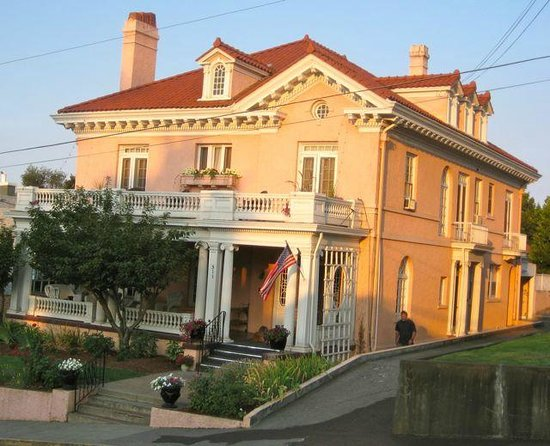the pendleton house from the street
