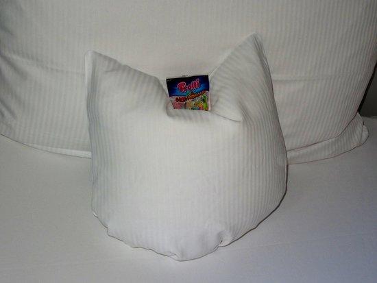 Nettes Detail auf dem Bett der Handtuch-Krebs! - Picture of - aussen alster hotel