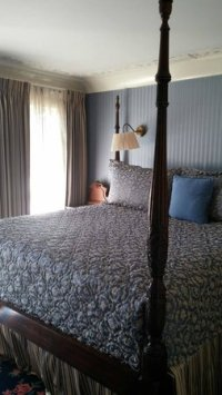 Room 319 Four poster king size bed (high off ground ...