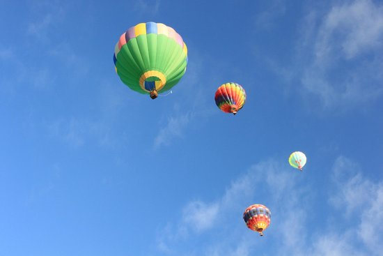 Balloons floating overhead - Picture of Balloon Fiesta Park