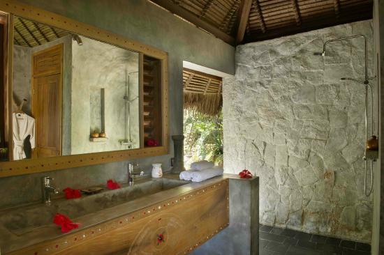 Salle de bain ouverte sur l\u0027extérieur - Photo de Tsara Komba Luxury