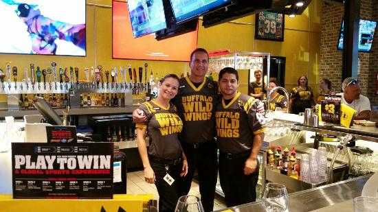 Buffalo Wild Wings Servers event - buffalo wild wings support boys