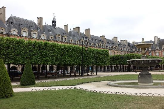 De Hyggelige Däne Place Des Vosges (paris) - 2019 All You Need To Know