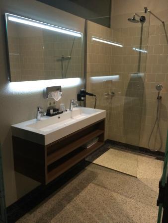 Badezimmer mGlasdusche in einem Superior Zimmer - Picture of Best - badezimmer m