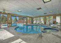 Indoor/outdoor pool and hot tub - Picture of Comfort ...