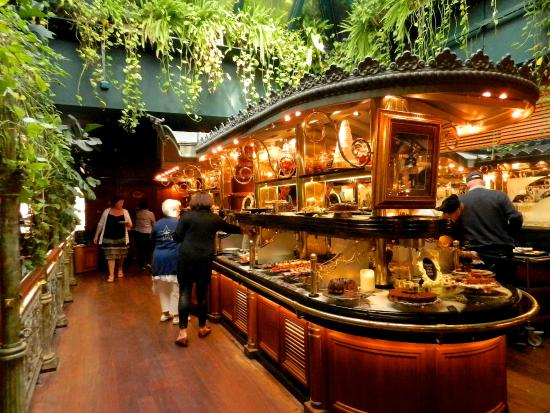 Les Grands Buffets Narbonne Carte Des Vins Keuken En Rotisserie - Photo De Les Grands Buffets
