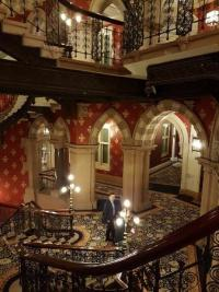 Grand staircase with grand Piano - Bild von St. Pancras ...