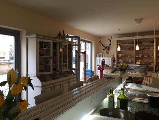 Offene Küche, Tische und Käsetheke - Picture of Kleinerts - offene kuche