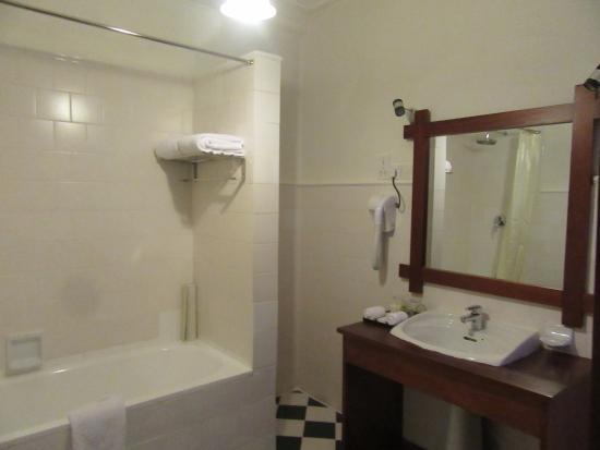 salle de bain aménagée juste ce qu\u0027il faut de modernisme - Picture
