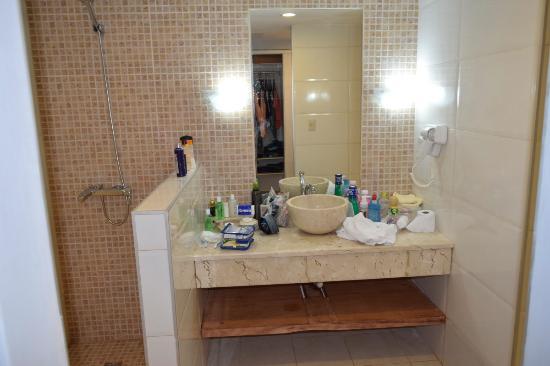 Salle de bain - douche (chambre rénovée) - Picture of Memories