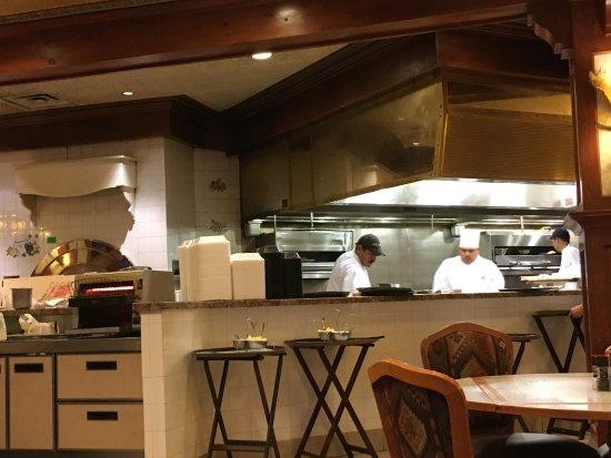 Offene Küche - Picture of J Ru0027s Bar and Grill, Elko - TripAdvisor - offene kuche