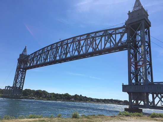 From this location you have a feeling for the size of the bridge and