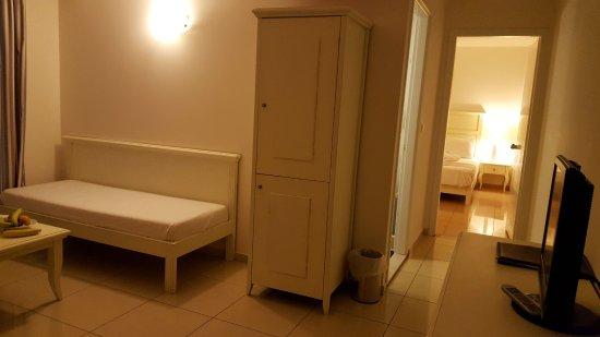 Komplette Ansicht der Suite mit Ankleidezimmer, Durchgang zum Bad - ankleidezimmer