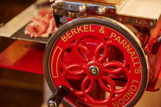 Berkel-Schinkenschneidemaschine - Picture of Gittis Esszimmer - category esszimmer continued