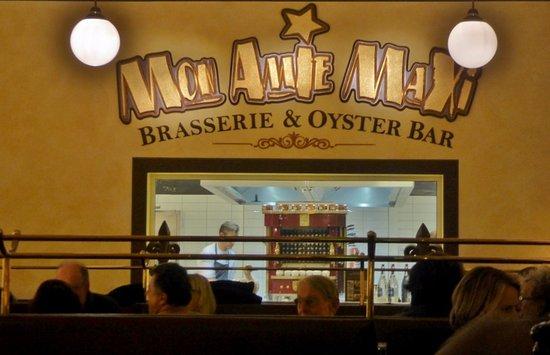 Die offene Küche und der Molteni-Grill - Picture of Mon Amie Maxi - offene kuche