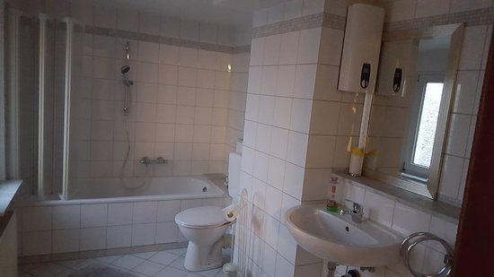 das gut ausgestattete Badezimmer - Picture of Ritau0027s Bed and - badezimmer celle