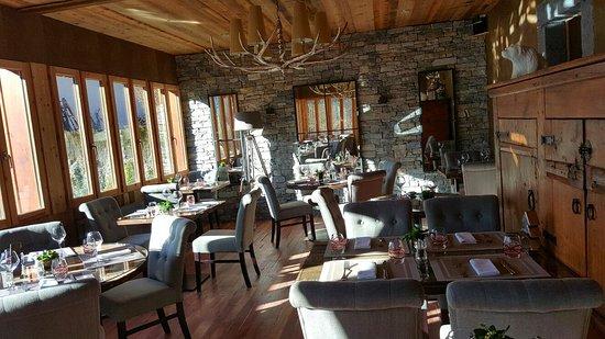 Salle à manger cosy et raffinée - Photo de Auberge des Gorges de