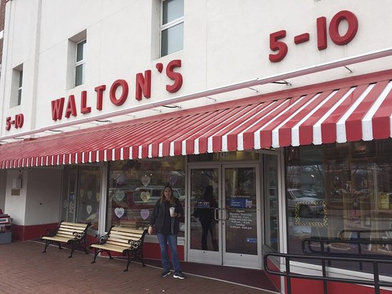 Outside the original Walmart Store as Walton\u0027s 5 and 10 - Picture of