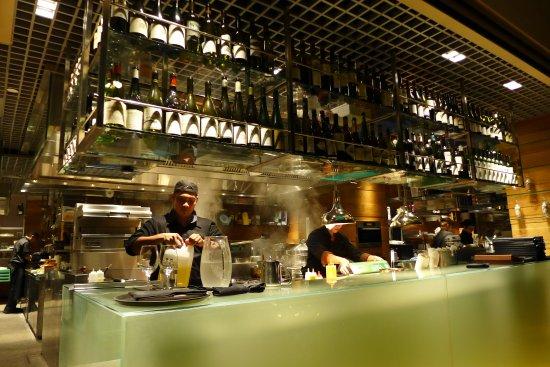 offene Küche - Picture of ME@OUE, Singapore - TripAdvisor - offene kuche