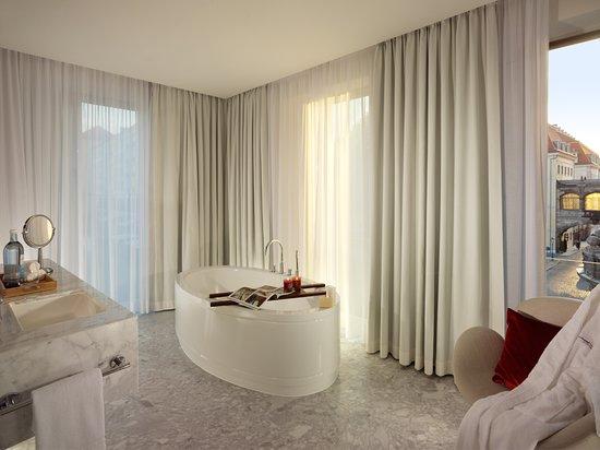 Badezimmer vom Grand Room im Hyperion Hotel Dresden am Schloss - badezimmer schloss