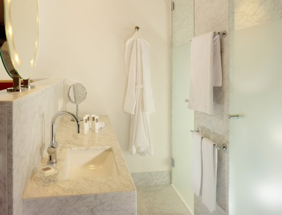 Badezimmer im Hyperion Hotel Dresden am Schloss - Bild von - badezimmer schloss