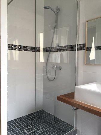 salle de bain renovée - Picture of Lux Hotel, Paris - TripAdvisor