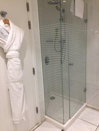 Chambre très spacieuse ! Salle de bains avec douche et baignoire - Salle De Bain Avec Douche Et Baignoire