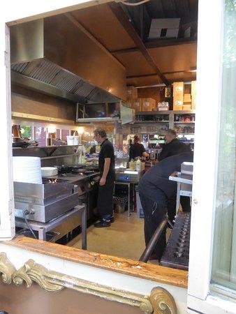 Die offene Küche - Picture of De Vier Pilaren, Amsterdam - TripAdvisor - offene kuche