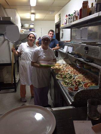 offene Küche - Picture of Calzone Pizzeria, Fornalutx - TripAdvisor - offene kuche