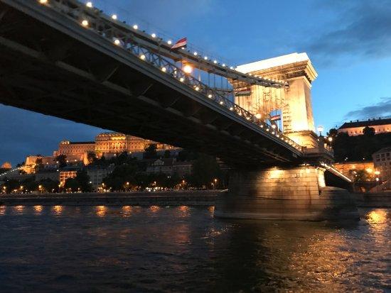 Night Cruise Legenda Varosnezo Hajok Budapest Fenykepe