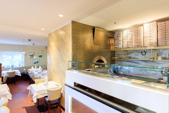 offene Küche des Pizzabäckers - Picture of O Sole Mio, Augsburg - offene kuche
