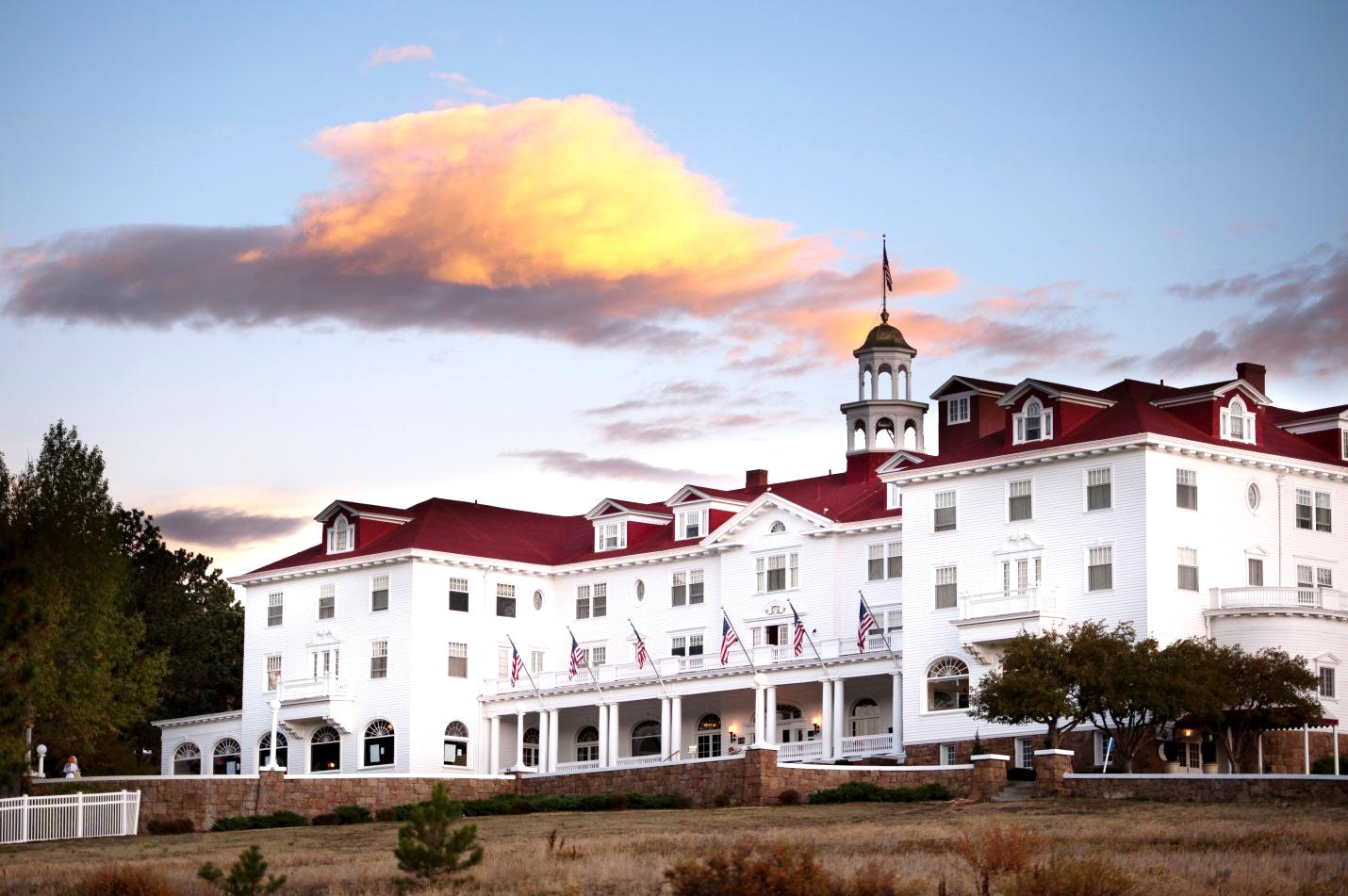 12 Hotels In The Rocky Mountains That Transform Winter Into A Wonderland