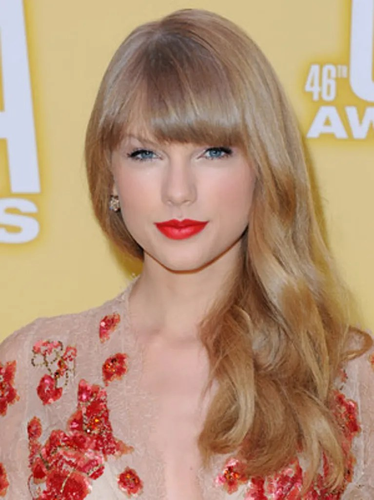 Red Makeup Box The Best Beauty Looks From The Country Music Awards Allure