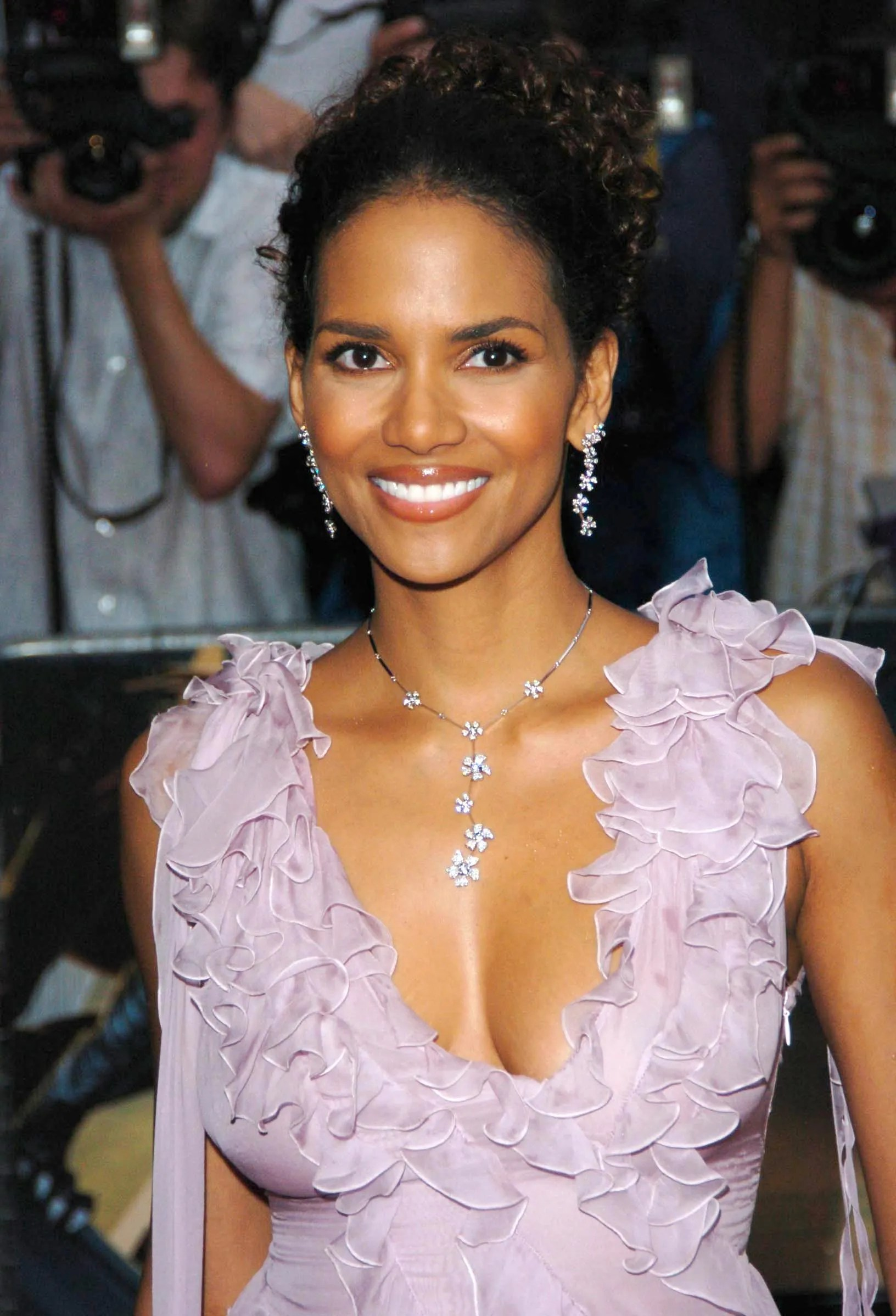 Dark Red Hair And Brown Eyes Halle Berry 39;s Beauty Evolution Allure