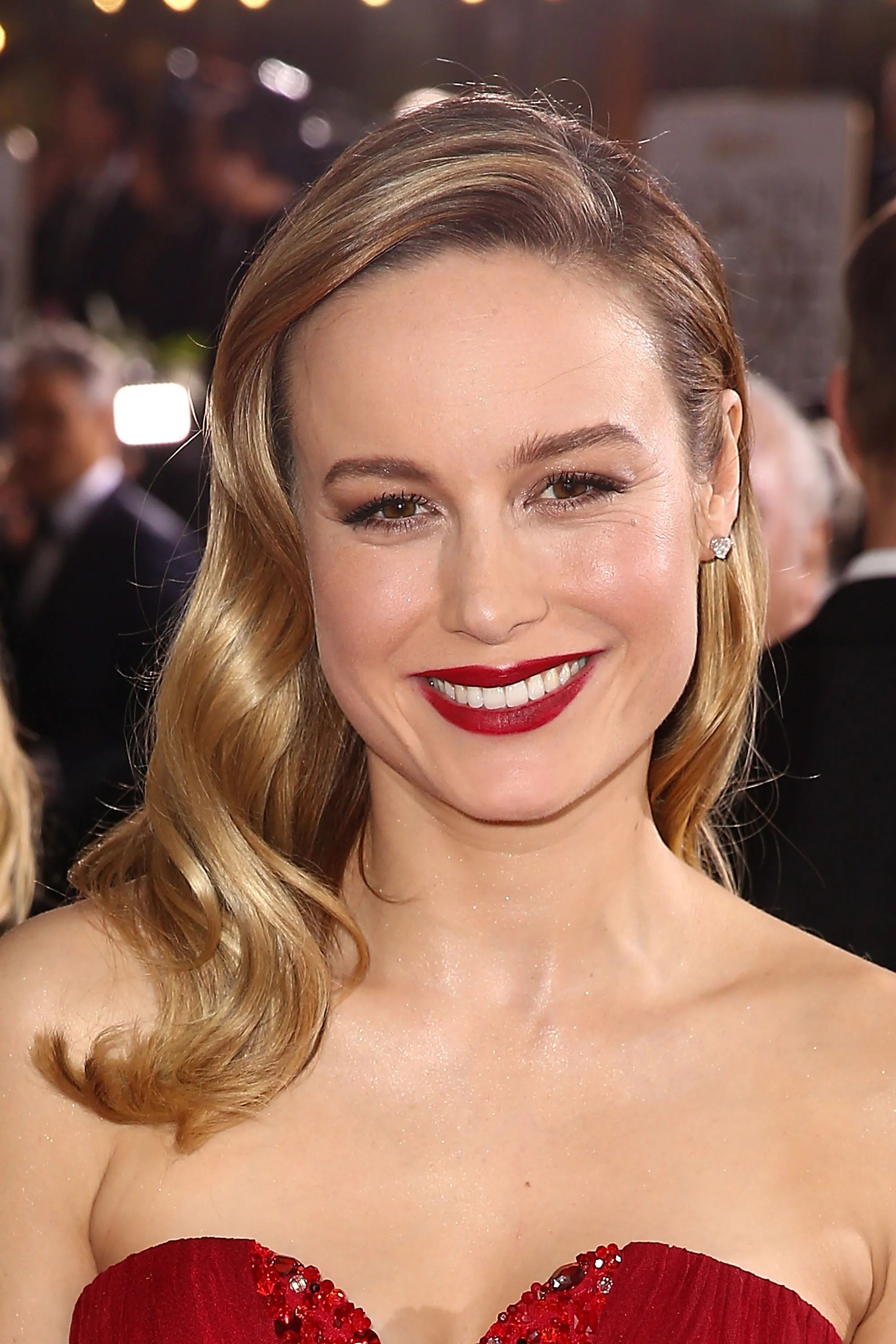 Red Makeup Box Brie Larson Hasn't Washed Her Hair Since The Golden Globes