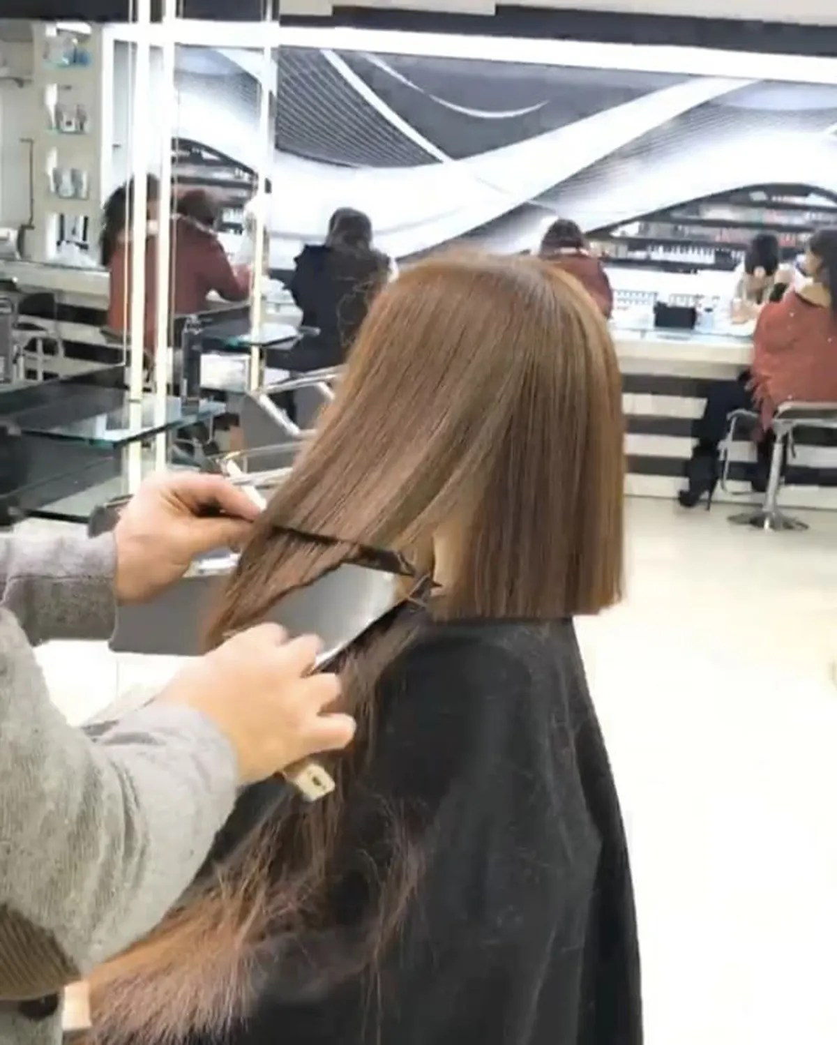 Salon Cut In Mounir Is The Lebanese Hairstylist Who Cuts A Perfect Bob